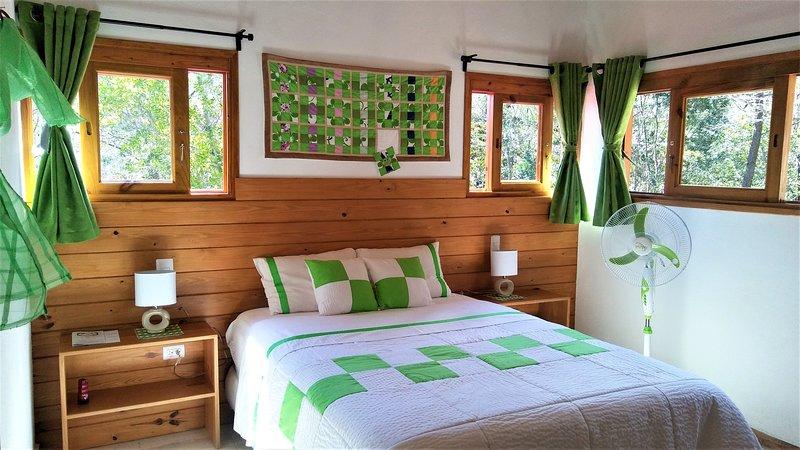 B&B Mi Hogar Jarabacoa, habitación Verde, holiday rental in Jarabacoa