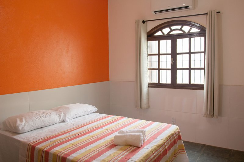 Suite Casal - Hostel Pousada Los Pibes de Flores, vacation rental in Cabo Frio
