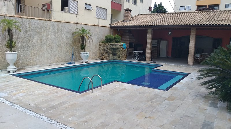 Casa com Piscina, 4 Suítes, Churrasqueira, 6 Vagas, Praia da Enseada. 400m, location de vacances à Guaruja