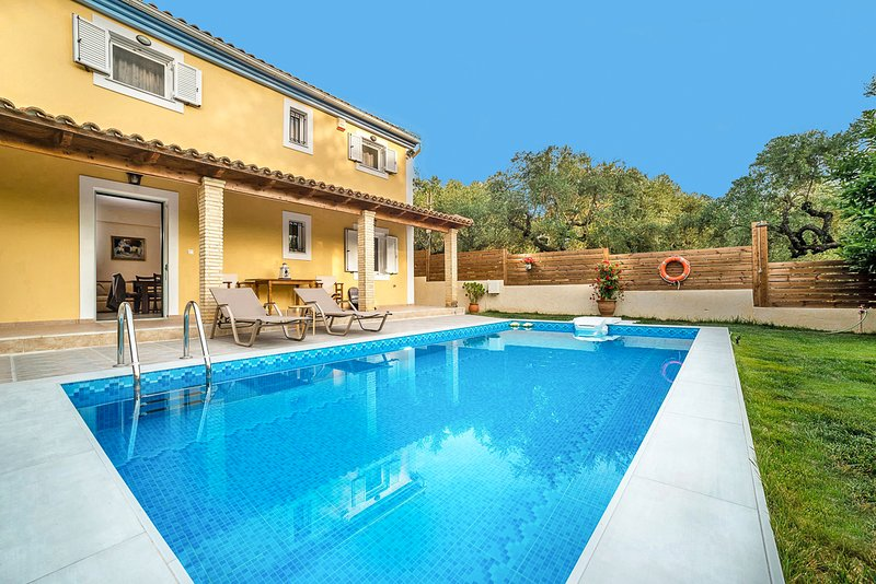 Neromylos Villa Sleeps 6 with Pool and Air Con - 5823997, casa vacanza a Neromilos