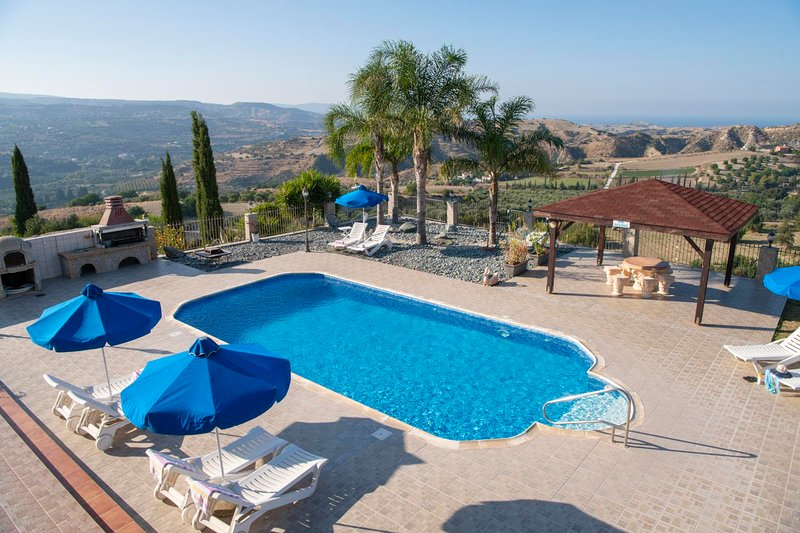 Trimithousa Villa Sleeps 8 with Pool Air Con and WiFi - 5820152, holiday rental in Pano Arodhes