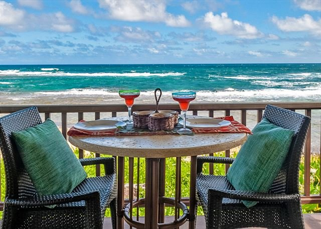 Beachfront, steps to the sand, VIEWS!!!  Secure hi-speed internet., holiday rental in Hanalei