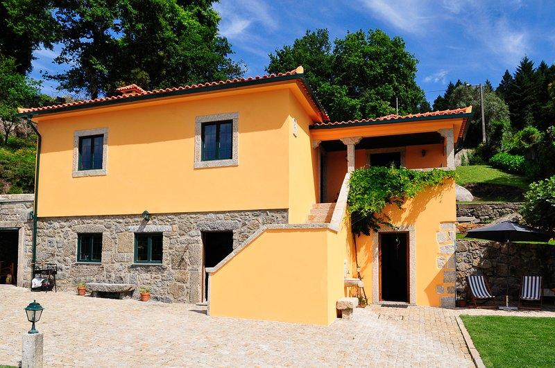 Portal Villa Sleeps 6 with Pool - 5831273, alquiler vacacional en Calheiros