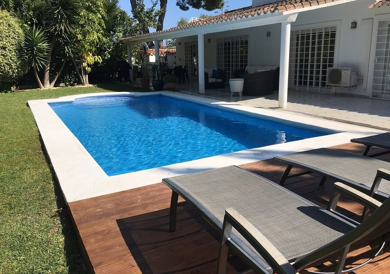 Artola Villa Sleeps 7 with Pool Air Con and WiFi - 5824057, vacation rental in Artola