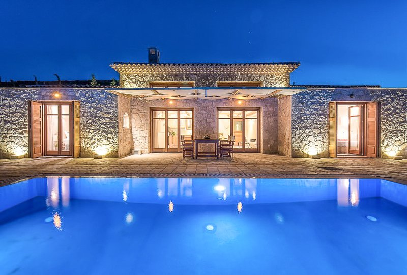 Korithi Villa Sleeps 5 with Pool and Air Con - 5823999, location de vacances à Korithi