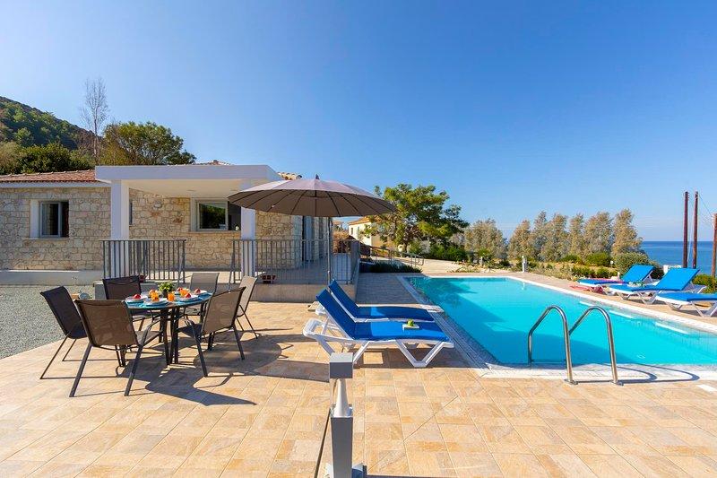 Pomos Villa Sleeps 6 with Pool Air Con and WiFi - 5820153, location de vacances à Nea Dimmata