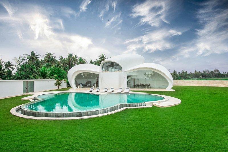 Banjar Pasut Villa Sleeps 6 - 5791712, alquiler vacacional en Tegal Mengkeb