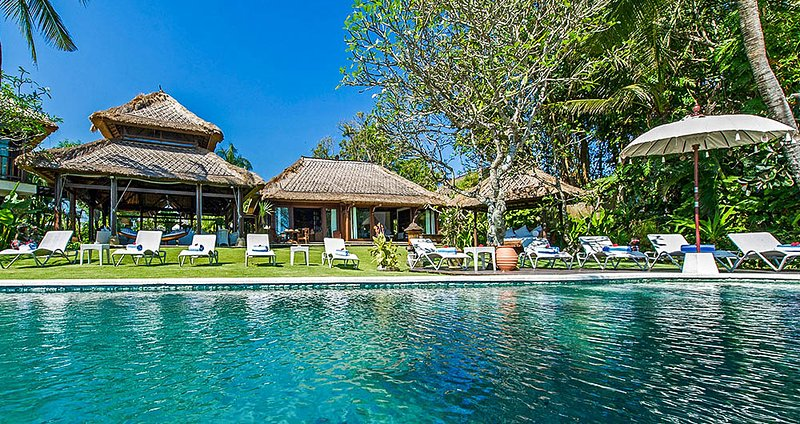 Seseh Villa Sleeps 12 with Pool and Air Con - 5669450, alquiler vacacional en Seseh