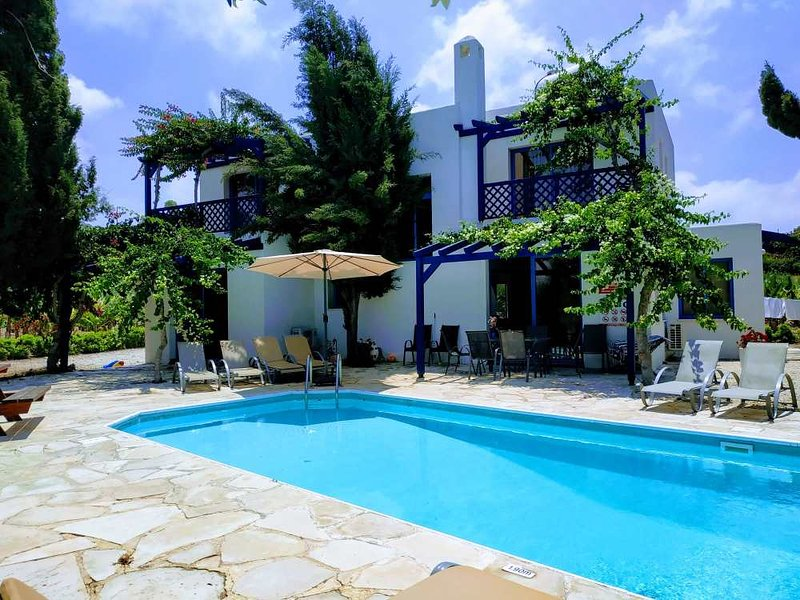 Kissonerga Villa Sleeps 8 with Pool Air Con and WiFi - 5814613, holiday rental in Kissonerga