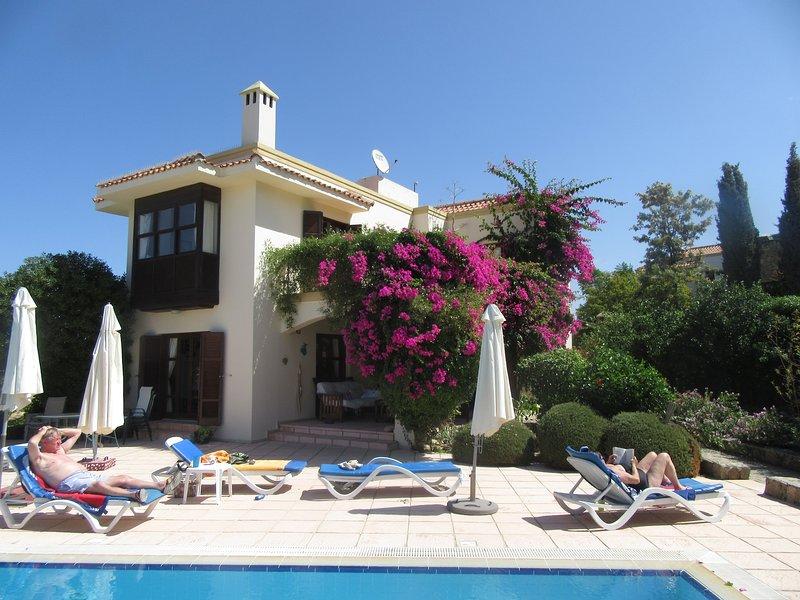 Cyprus Harbour View Villa, Private Pool with secluded areas., aluguéis de temporada em Bellapais