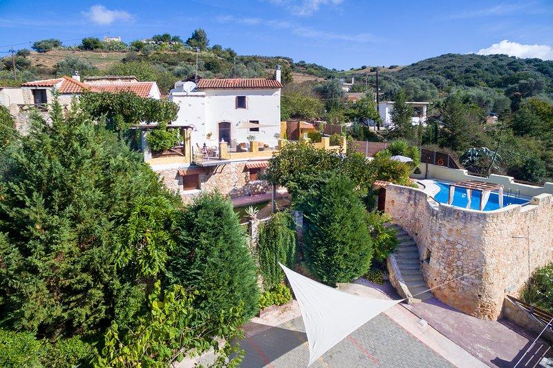 Luxury Romance Rpivate villa in Chania, alquiler vacacional en Zourva