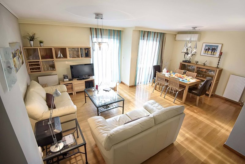 Dimitris Home, cozy maisonette at the city heart, holiday rental in Tavros