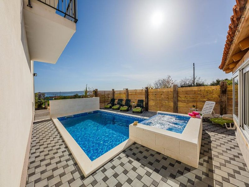 Holiday Home Zorica with Pool and jaccuzi, vacation rental in Kastel Novi
