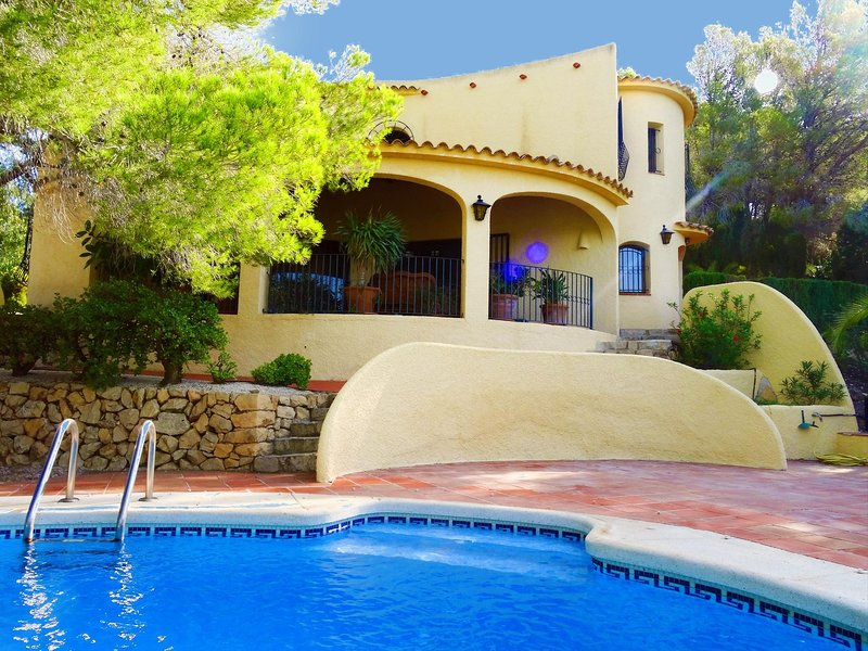 Casa Kirbo: Beautiful and unique boho chic villa in top location, casa vacanza a Altea