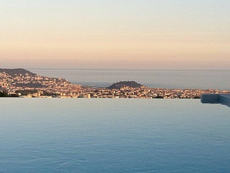 Amazing Modern Villa In Nice, casa vacanza a Falicon