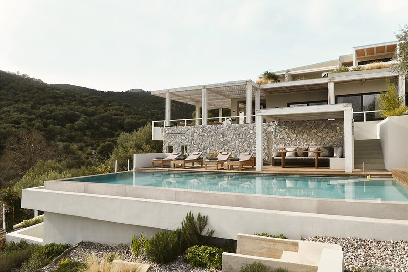 Villa Tzoulia. Sleeps 6. Swimming pool and large exterior areas., aluguéis de temporada em Palairos