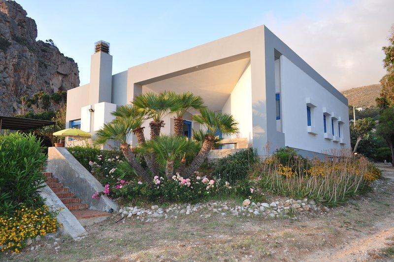Villa Tramonto a due passi dal mare, location de vacances à Zarbo di Mare