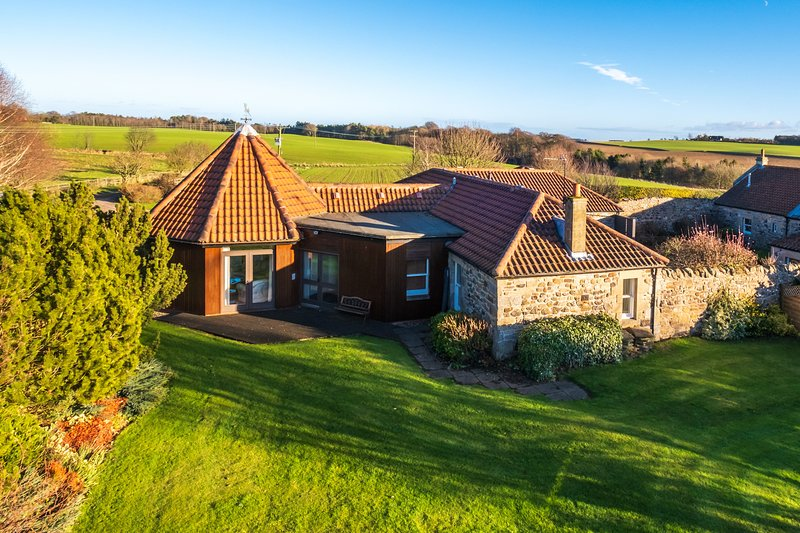 Tosh Cottage, Your Place to Relax...Play...Stay!, holiday rental in St Andrews