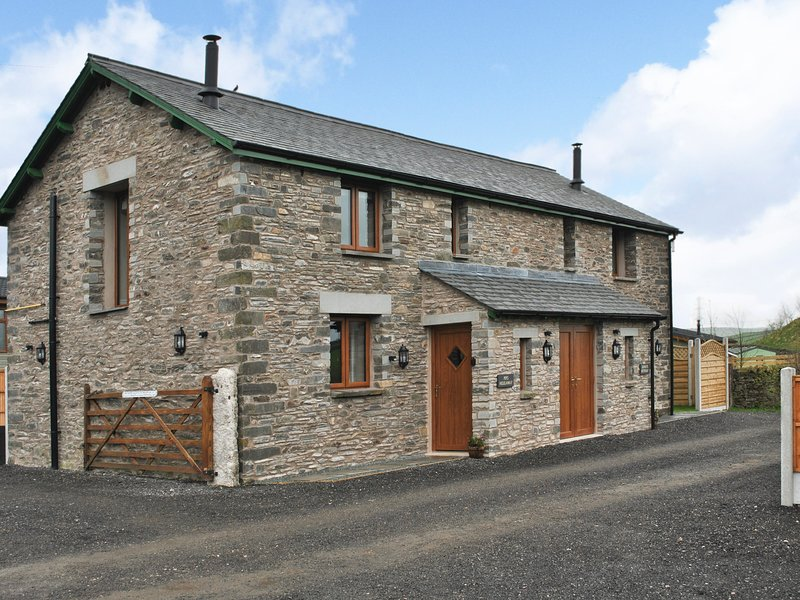 DINNY'S RETREAT, barn conversion, romantic base, woodburner, parking, garden – semesterbostad i Kendal