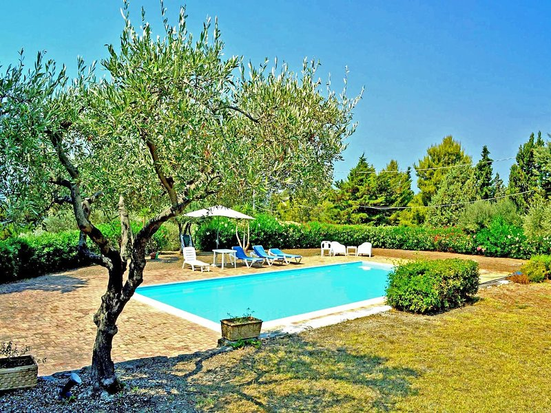 Amazing villa with swimming-pool, vacation rental in Naso