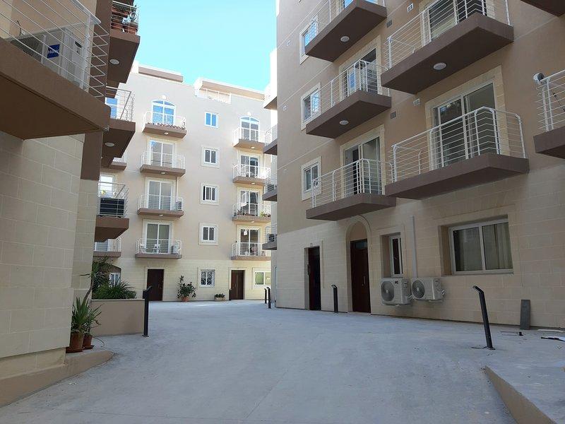 NEW & LUXURY, holiday rental in Qawra