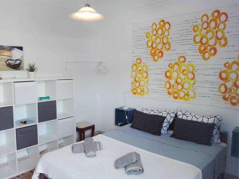 Beautiful apartment near the beach, casa vacanza a Agios Sostis
