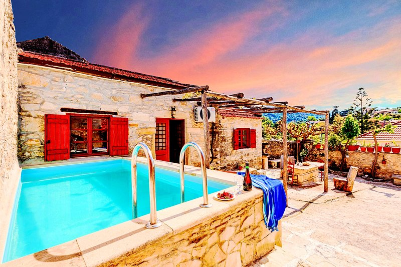 Villa Vereniki with Heated Pool, vacation rental in Gavalohori