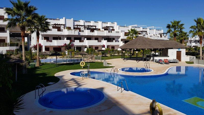 F4175 Precioso bajo con jardin en frente de la piscina, holiday rental in El Pozo del Esparto