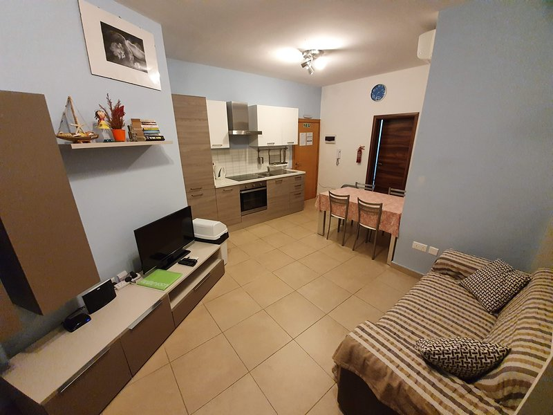 Cosy 1 Bedroom Close to Seafront Free Wifi, holiday rental in Bugibba