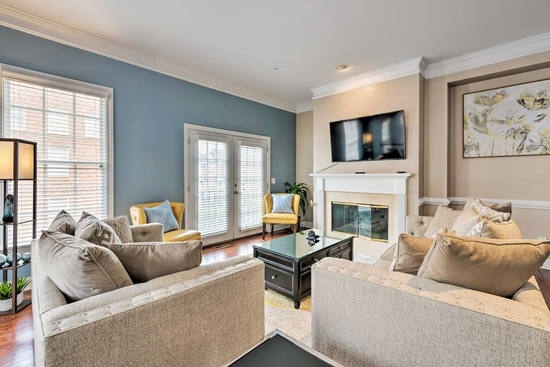 NEW! Tasteful Townhome w/Balcony, Near Truist Park, holiday rental in Mableton