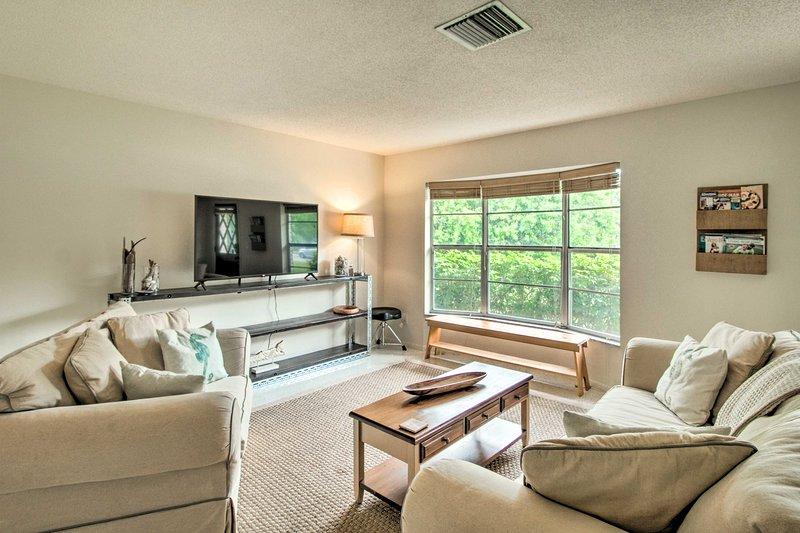 Goditi tutti i comfort moderni di casa in questa casa vacanza a Vero Beach!