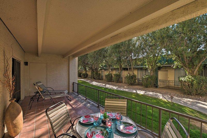 ¡Este alquiler de vacaciones de 2 dormitorios y 2 baños reside en Scottsdale!