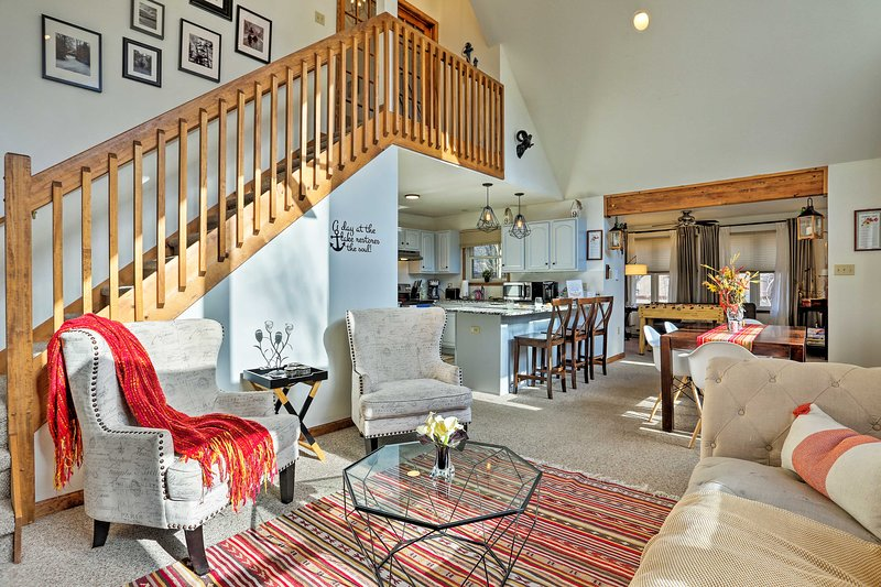 'The Cuckoo's Nest' Pocono Lake House w/Deck, holiday rental in Thornhurst