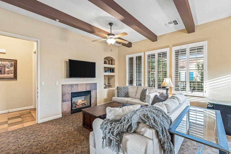 (T25) Upgraded, Warm & Elegant Villa, Twin Beds, holiday rental in La Quinta