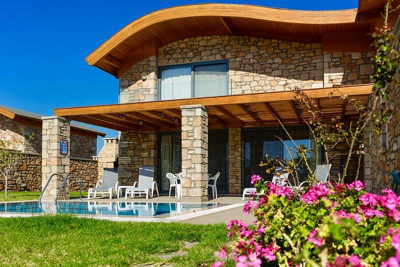 Lardos Villa Sleeps 6 with Pool and Air Con - 5831842, holiday rental in Laerma