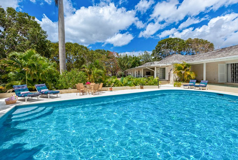 Molyneux Villa Sleeps 6 with Pool and Air Con - 5736969, holiday rental in Sunset Crest