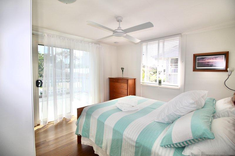 Aloha Alex Beach House Pet-friendly 450m from the beach - wifi, casa vacanza a Alexandra Headland
