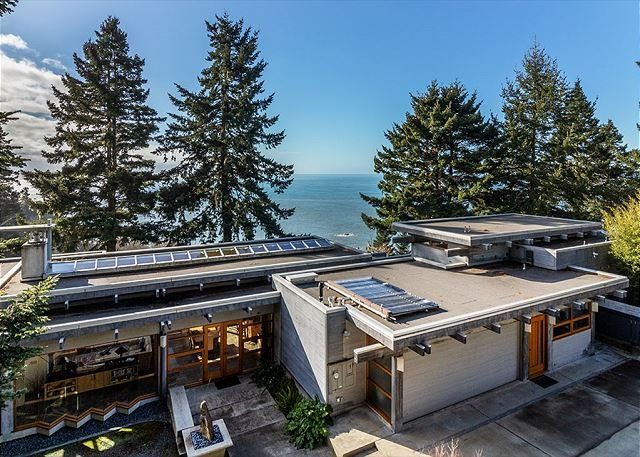 ¡Sanctuary House es una joya arquitectónica junto al mar!