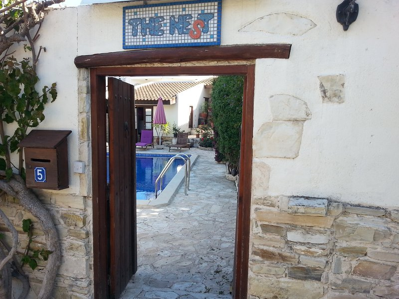 THE NEST, 5 BEDROOM STONE-BUILT VILLA WITH POOL, holiday rental in Larnaca