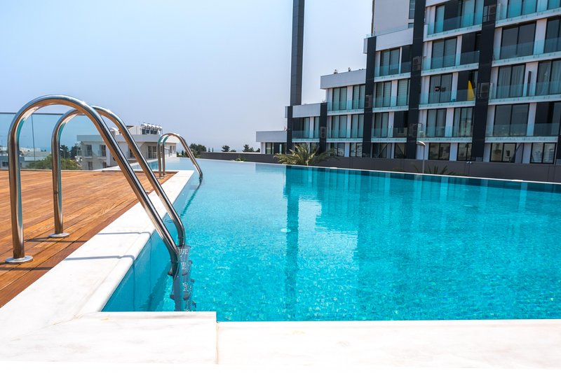 Brand New w/ Rooftop Pool in The Heart of Kyrenia, vacation rental in Dogankoy