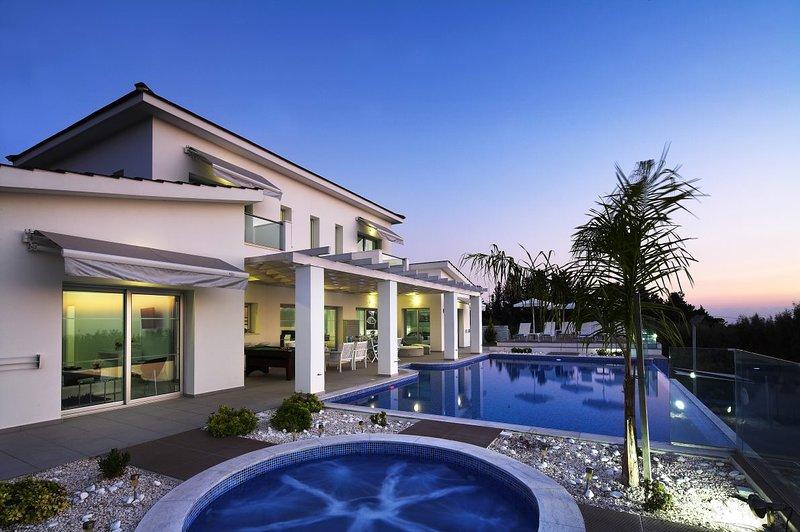 Kissonerga Villa Sleeps 12 with Pool and WiFi - 5585494, vacation rental in Kissonegra