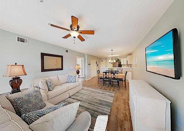 Amenity-Rich Maravilla Beach Condo w/ Pools, Hot Tub & Gulf Views, vacation rental in Destin