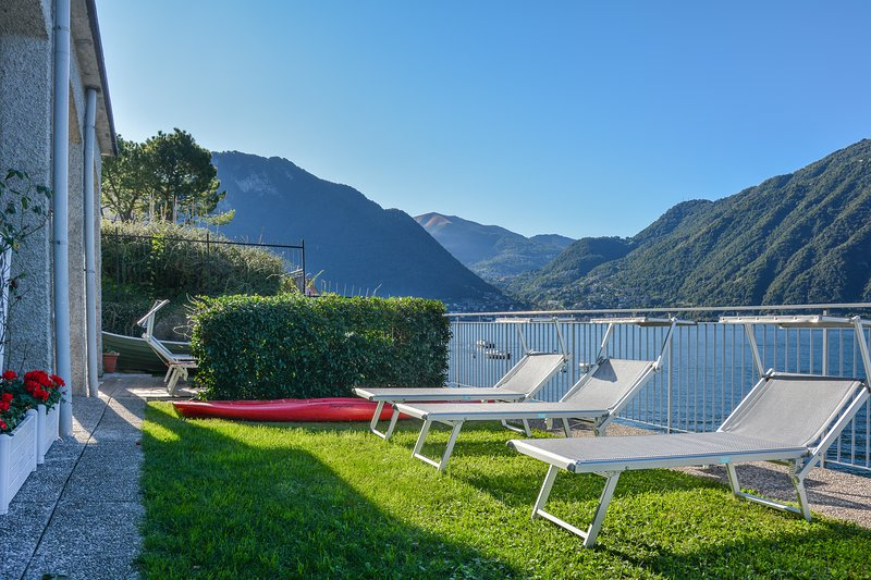 Bellagio Villas - Nabucco with garden directly on the Lake, vacation rental in Lezzeno