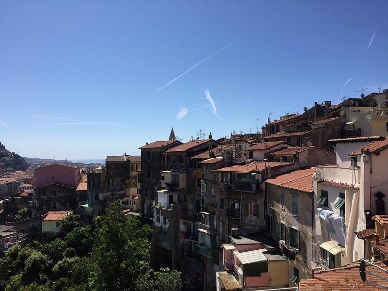 Beau Duplex Renove Vintimille Vieille Ville, holiday rental in Ventimiglia