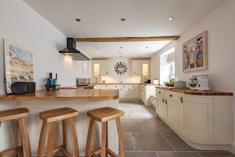 Luxury Relaxed Living | Sleeps up to 14 | North Norfolk | South Creake | Hot Tub, holiday rental in South Creake