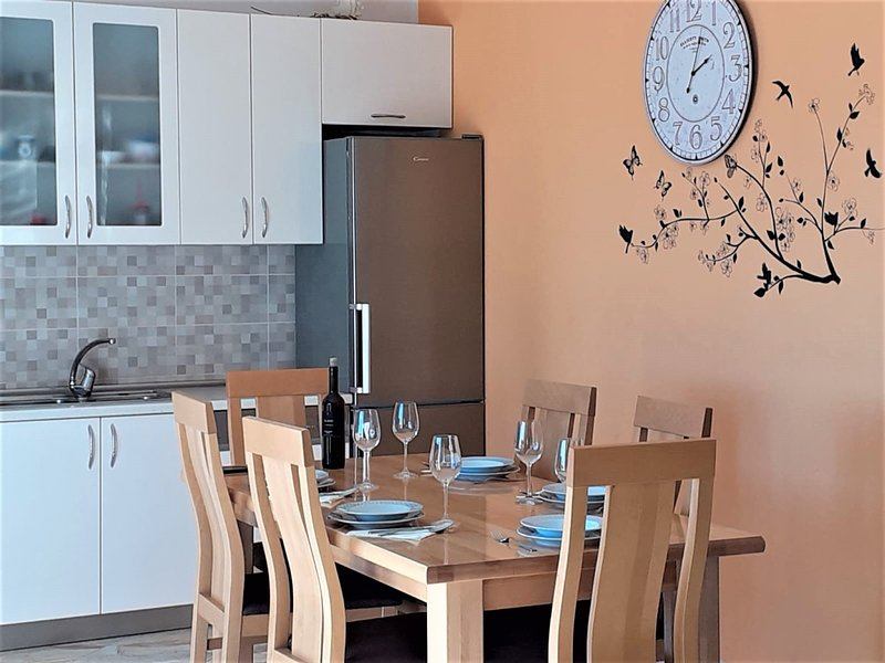 Vacattion House Goja with Pool, vacation rental in Kastel Novi