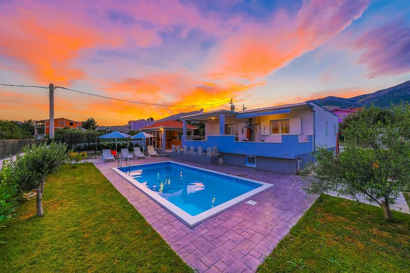 Holiday Home Anita With Pool, holiday rental in Rudine