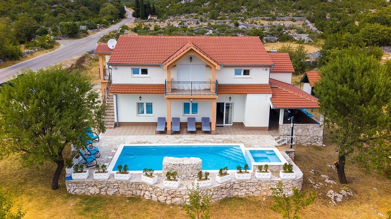 Holiday Home Marija with Pool, vacation rental in Donje Ogorje