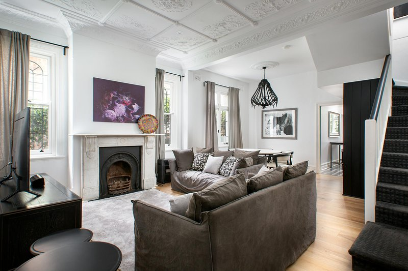 Elegant 3-Bed Heritage House near Parks and Cafes, vacation rental in Balmain