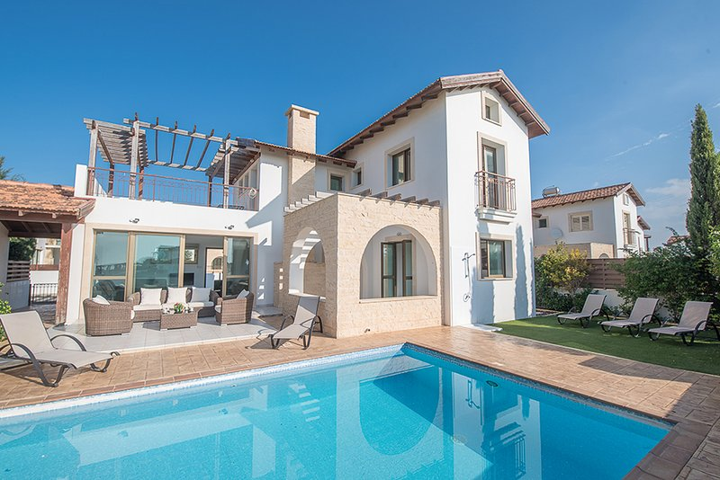 Ayia Thekla Villa Sleeps 6 with Pool and Air Con - 5822707, alquiler vacacional en Xylophagou
